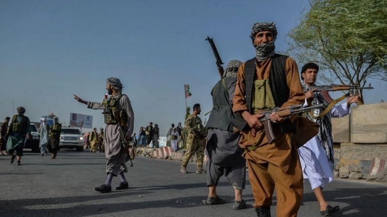 तालिबानने (Taliban) अफगाणिस्तानच्या इस्लामी अमीरातच्या (Islamic Emirate of Afghanistan) निर्मितीची घोषणा केलीय. अनेक दशकांपर्यंत तालिबानचं नेतृत्व लपून राहिलं. मात्र, अफगाणिस्तानमध्ये सत्ता स्थापित केल्यानंतर तालिबानच्या आघाडीच्या नेत्यांची माहिती समोर आलीय (Taliban Main Leaders).