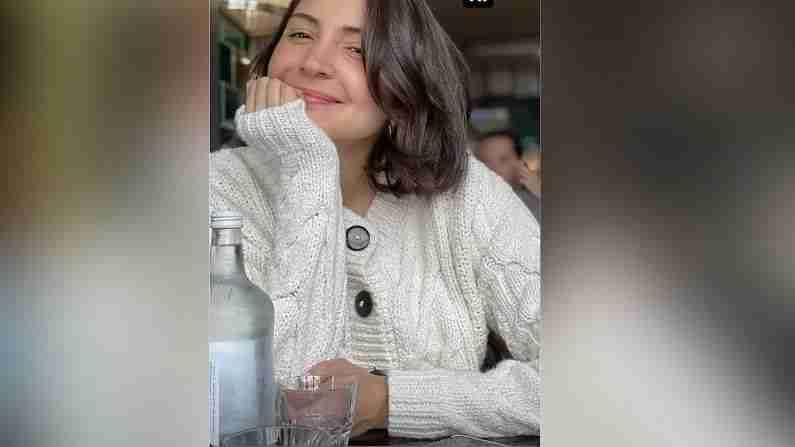 अनुष्का शर्मा आणि तिचा पती विराट कोहली आजकाल लंडनमध्ये मुलगी वामिकासोबत क्वालिटी टाइम घालवत आहेत. तेथून त्यांचे फोटो सोशल मीडियावर व्हायरल होत आहेत.