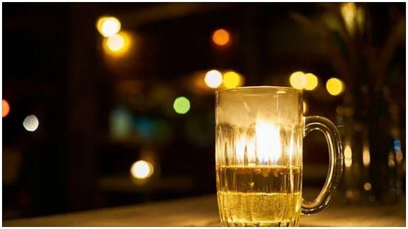 बिअर पिल्यानं जाडेपणा वाढतो. बिअरमध्ये साखर सोडली तर बहुतांशी मिक्स अल्कोहलमधील कॅलरी असतात.