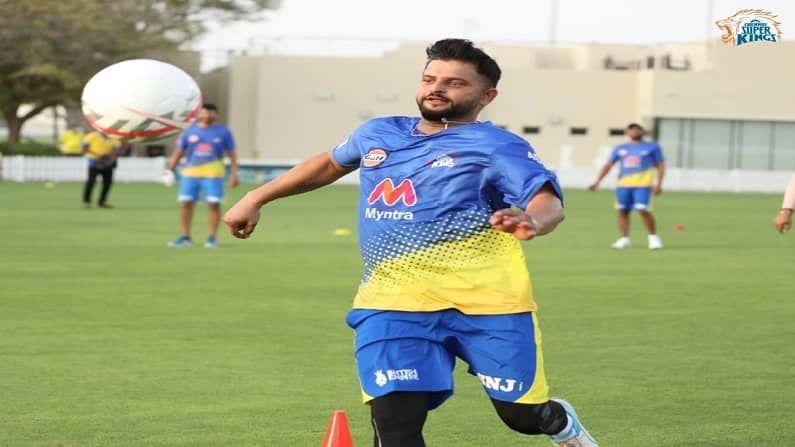 चेन्नई सुपरकिंग संघाने त्यांच्या अधिकृत ट्विटरवरुन खेळाडूंचे फुटबॉल खेळतानाचे फोटो पोस्ट केले आहेत. यामध्ये एमएस धोनी (MS Dhoni), सुरेश रैनासह (Suresh Raina), रॉबिन उथप्पा (Robin uthappa), करन शर्मा हे खेळाडू दिसत आहेत. धोनीचा जिगरी यार असणारा सुरेश रैना देखील सामन्यांपूर्वी स्वत:ला फिट करण्यासाठी जोमात सराव करत आहे. (सौजन्य - CSK twitter)