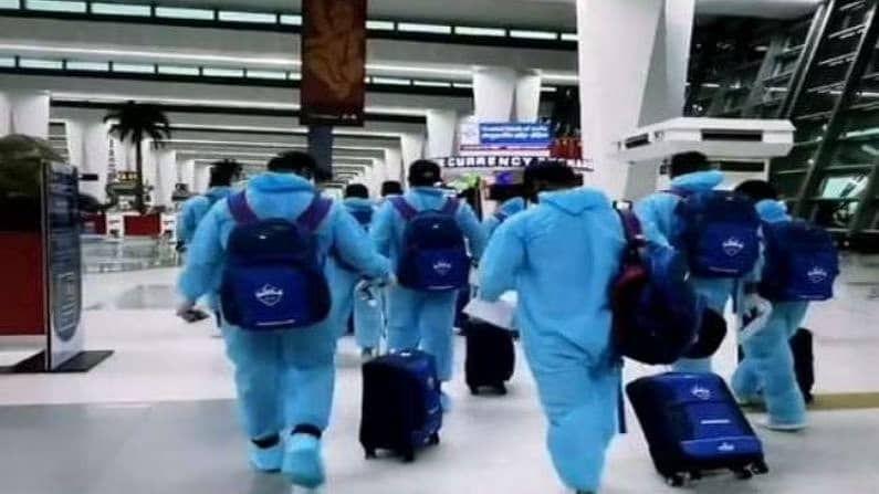 दिल्ली कॅपिटल्सने त्यांच्या इन्स्टाग्रामवर  एक व्हिडिओ टाकत संघ दुबईला रवाना झाल्याची माहिती दिली. दिल्लीच्या आयजीआय विमानतळावरुन सदस्य दिल्लीला जात असून संपूर्ण सुरक्षेसह पीपीईकिटमध्ये खेळाडू दिसत आहेत. या पोस्टला, 'पुन्हा भरतोय उड्डान 2.0,' असं कॅप्शन देत युएईला जात असल्याचं सांगितलं आहे.