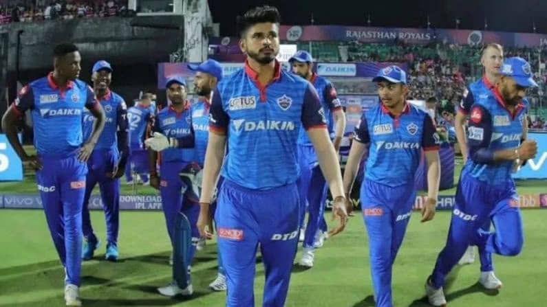 चेन्नई सुपर किंग्स (CSK) आणि  मुंबई इंडियन्स (MI) पाठोपाठ आता श्रेयस अय्यर (Shreyas Iyyer) कर्णधार असलेली दिल्ली कॅपिटल्सची (Delhi Capitals) टीमही यूएईसाठी रवाना झाली आहे. संघाती खेळाडूंसह काही अधिकारी विमानाने दुबईसाठी रवाना झाले आहेत.