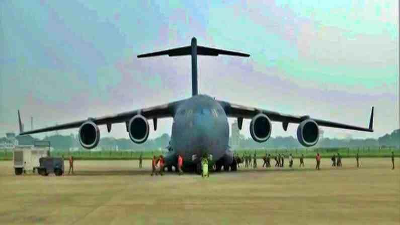 मागील 24 तासात भारताने अफगाणिस्तानमध्ये अडकलेल्या 390 भारतीयांना मायदेशात सुरक्षित आणलंय. असं असलं तरी अद्यापही अनेक भारतीय नागरिक अफगाणिस्तानमध्ये अडकलेले आहेत.