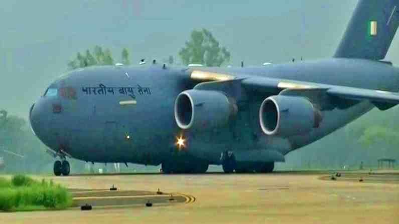 या विमानात एकूण 107 भारतीय नागरिकांचा समावेश आहे. वायुदलाच्या C-17 ग्लोबमास्टर विमानाच्या मदतीने हे मदतकार्य करण्यात येत आहे.