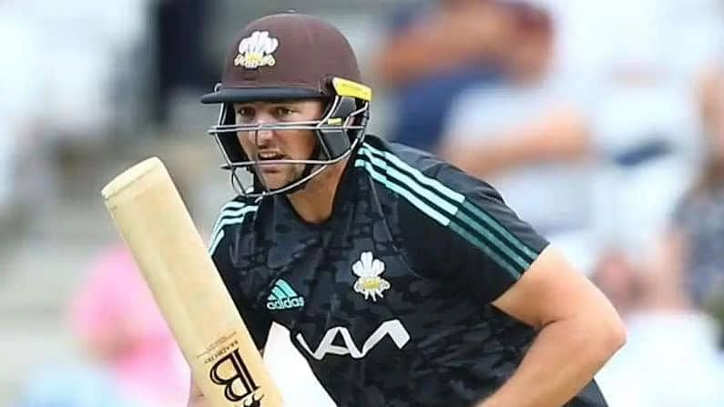 श्रीलंकेच्या दोन खेळाडूंसह आरसीबीने टिम डेविड (Tim David) यालाही संघात स्थान दिलं आहे. सिंगापुरच्या या आक्रामक फलंदाजाला फिन एलनच्या जागी घेतले आहे.