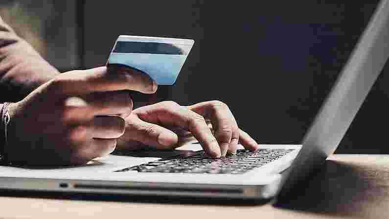 ई-कॉमर्स (E-Commerce)- कोविडमुळे बहुतेक व्यवसाय आता ऑनलाईन केले जात आहेत. यामुळे ई-कॉमर्स बिझनेस असोसिएट्स, सप्लाय चेन असोसिएट्स, पॅकेज हँडलर्स आणि पर्सनल शॉपर्सना बाजारात मोठी मागणी आहे. या क्षेत्रात वेळ व्यवस्थापन(Time Management), ग्राहक सेवा(Customer Service) आणि नेतृत्व(Leadership) कौशल्ये(Skills) असणे अत्यंत महत्वाचे मानले जाते.