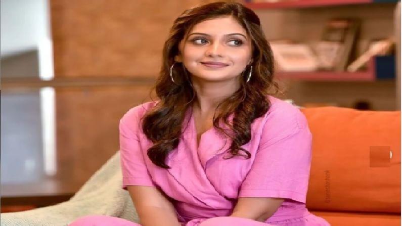 'होणार सून'च्या लोकप्रियतेनंतर 2009 मध्ये तेजश्रीला अवधूत गुप्ते दिग्दर्शित 'झेंडा' हा चित्रपट मिळाला आणि तिने सिनेविश्वात पाऊल ठेवलं. त्यानंतर शर्यत, लग्न पहावे करुन, असेही एकदा व्हावे असे अनेक चित्रपट तिने केले. 'ती सध्या काय करते' या चित्रपटाने तेजश्रीच्या लोकप्रियतेला नवीन आयाम मिळाला. 'सूर नवा ध्यास नवा' या सिंगिंग रिअॅलिटी शोच्या पहिल्या पर्वाचं तेजश्रीने उत्तम सूत्रसंचालन केलं (सर्व फोटो : tejashripradhan Instagram account)