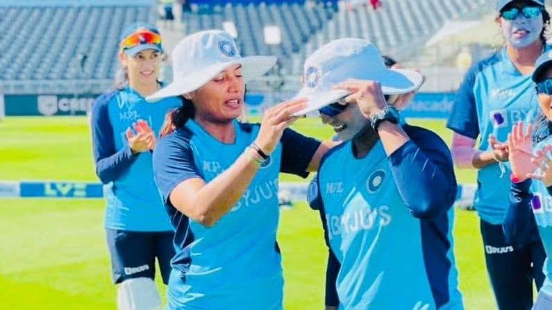 हेमलताने सुमित शर्माला बोलावत त्याच्या बहिणीचे नाव विचारले. त्यानंतर तिने त्याला दीप्तीला क्रिकेट शिकण्यासाठी पाठवायला सांगितले, तसेच ही एकदिवस भारतासाठी नक्कीच खेळेल असेही सांगितले. दीप्तीनेही ही गोष्ट खरी करुन दाखवत नोव्हेंबर, 2014 मध्ये दक्षिण आफ्रिका संघाविरुद्ध भारतीय संघात पदार्पण केलं.