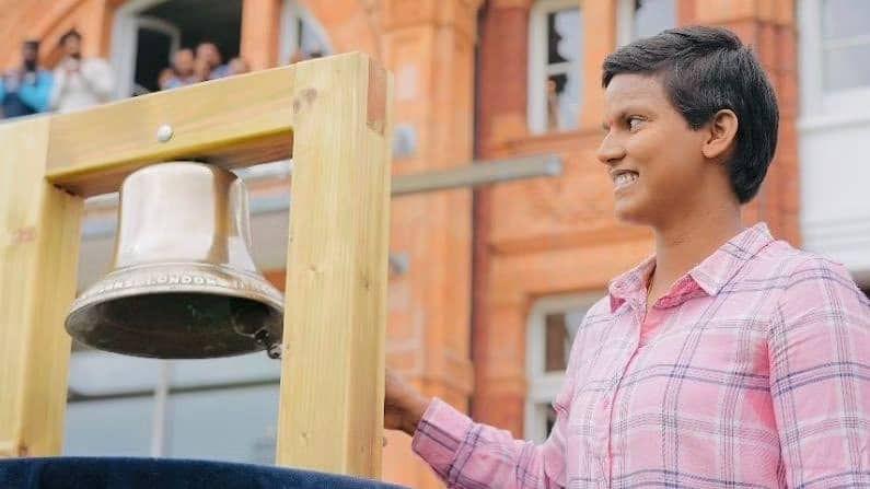 दीप्तिने 9 वर्षाची असताना  क्रिकेट खेळण्यास सुरुवात केली. 2010 मध्ये अंडर-19 संघासाठीच्या सराव सामन्यात दीप्तिने 65 धावा करत 3 विकेट्सही घेतल्या. तिच्या या कामगिरीनंतर तिची निवड यूपी अंडर-19 संघात झाली.