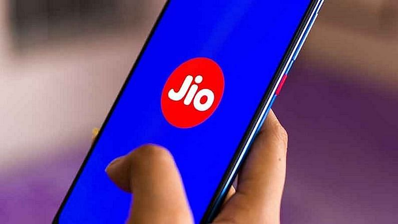 Jio's 444 plan has 62GB more data and unlimited calling than the 447 plan