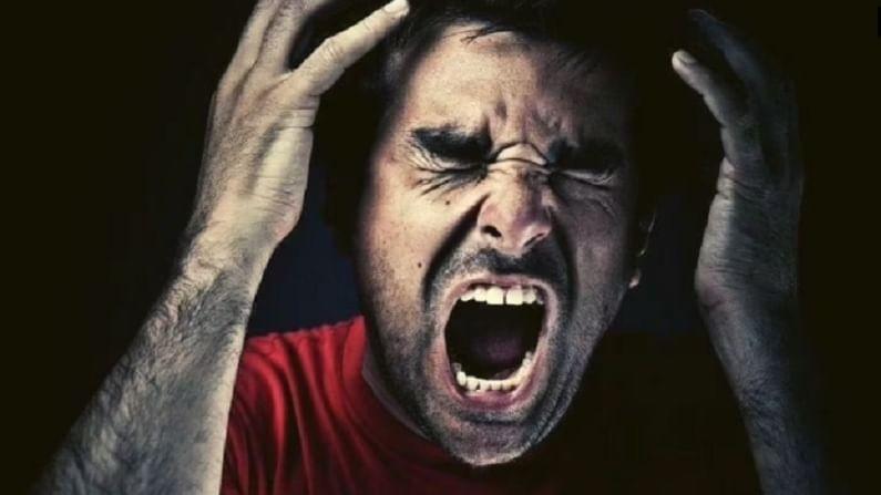 तुमच्या आजूबाजूला नक्कीच काही लोक असतील जे छोट्या छोट्या गोष्टींवर ओरडत असतील किंवा त्यांना खूप राग येतो. याशिवाय काही लोक दिवसभर चिडचिड करत राहतात. या दोन्ही गोष्टी नैराश्याची लक्षणे आहेत. त्यामुळे घरातील सदस्याने अशा लोकांशी बोलावे जेणेकरून त्यांच्या स्वभावाचे कारण समजून घेतल्याने नैराश्याची समस्या गंभीर होण्यापासून रोखता येईल.