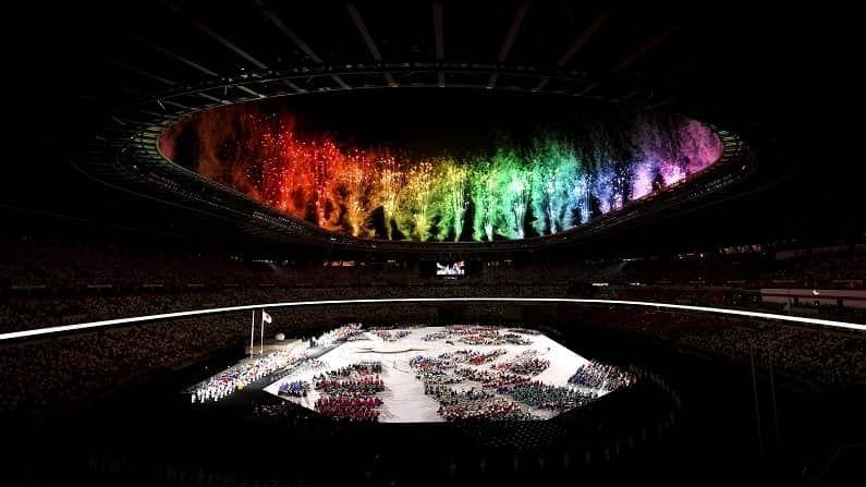कोरोनाच्या संकटामुळे एक वर्ष पुढे ढकलण्यात आलेल्या ऑलिम्पिक स्पर्धा (Tokyo Olympics) अखेर यावर्षी पार पडल्या. त्यानंतर आता पॅरालिम्पिक्स खेळांचं (Tokyo Paralympics 2020) आयोजन करण्यात आलं आज (24 ऑगस्ट) स्पर्धेचा उद्घाटन समारंभ मोठ्या थाटामाटात पार पडला.