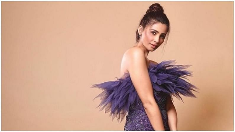 बॉलिवूड अभिनेत्री डेझी शाहचा आज वाढदिवस आहे. एका गुजराती कुटुंबातील डेझीकडे बॅचलर ऑफ आर्ट्सची पदवी आहे.