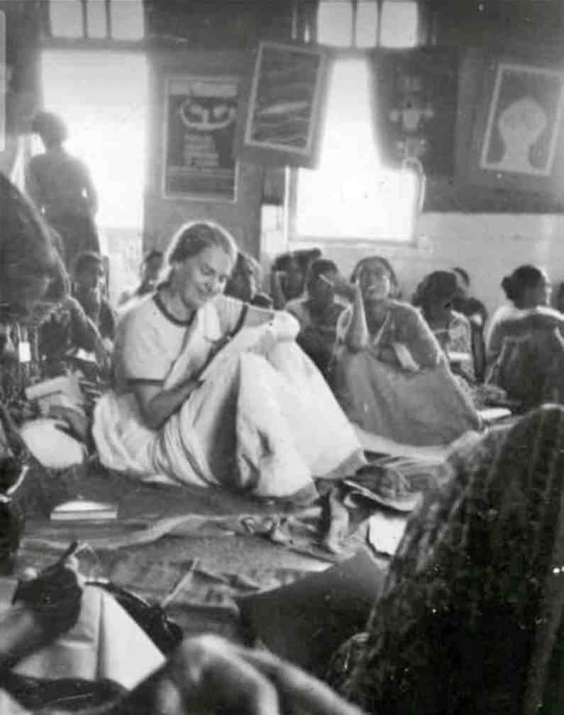 गेल यांच्या पूर्वी महात्मा फुले यांच्या चळवळीवर भारतातील कोणीही इतका सविस्तर अभ्यास करून महाराष्ट्रभर फिरून मांडणी केली नव्हती. त्यांचा हा प्रबंध भारतातच नव्हे तर जगभरात अभ्यासकांसाठी मैलाचा दगड ठरला. त्यांच्या या पुस्तकामुळे फुलेंची चळवळ पुन्हा नव्याने अधोरेखित झाली.
