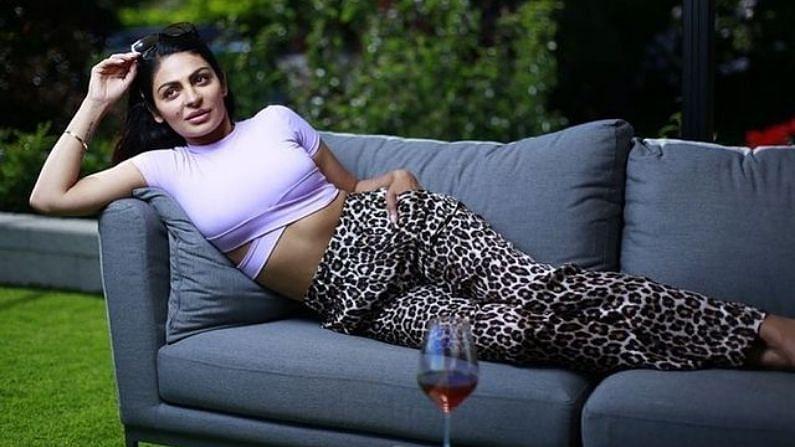बॉलिवूड आणि पंजाबी चित्रपटांची प्रसिद्ध अभिनेत्री नीरू बाजवा आज आपला 41 वा वाढदिवस साजरा करत आहे.