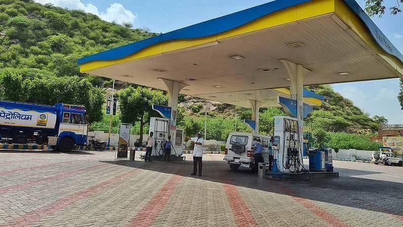 नवीन कंपन्यांना पेट्रोल पंप उघडण्याची परवानगी देण्यामागे सरकारचा एक अतिशय साधा उद्देश आहे. तो म्हणजे सरकारला ग्रामीण भागात पेट्रोल पंपांची संख्या वाढवायची आहे. या खासगी कंपन्या आल्यामुळे ग्रामीण भागातील पेट्रोल पंपांची संख्या वाढली, तर त्याचा थेट फायदा ग्रामीण भागात राहणाऱ्या लोकांना होईल. सध्या ग्रामीण भागात राहणाऱ्या लोकांना पेट्रोल किंवा डिझेल खरेदी करण्यासाठी लांबचा प्रवास करावा लागतो.