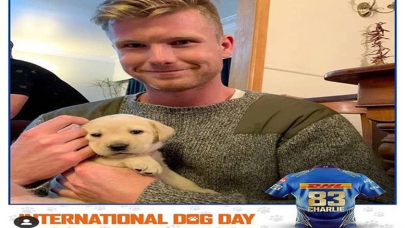 न्यूझीलंडचा आणखी एक खेळाडू जो मुंबई इंडियन्सकडूनव खेळतो त्या जेम्स निशामचाही त्याच्या श्वानासोबतचा फोटो पोस्ट करण्यात आला आहे. या फोटोत निशामचा कुत्रा अतिशय लहान दिसत आहे. त्याच नाव चार्ली आहे (सौजन्य- Mumbai Indians Instagram)