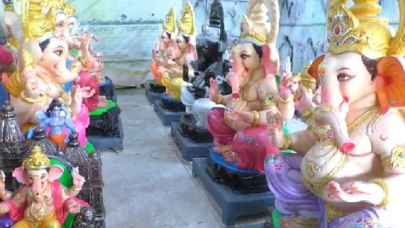 मात्र नांदेडमध्ये बनविलेल्या गणेश मूर्त्यांना शेजारच्या तेलंगणा आणि कर्नाटक राज्यात मागणी वाढल्याने मूर्तिकारांना काही अंशी दिलासा मिळालाय.
