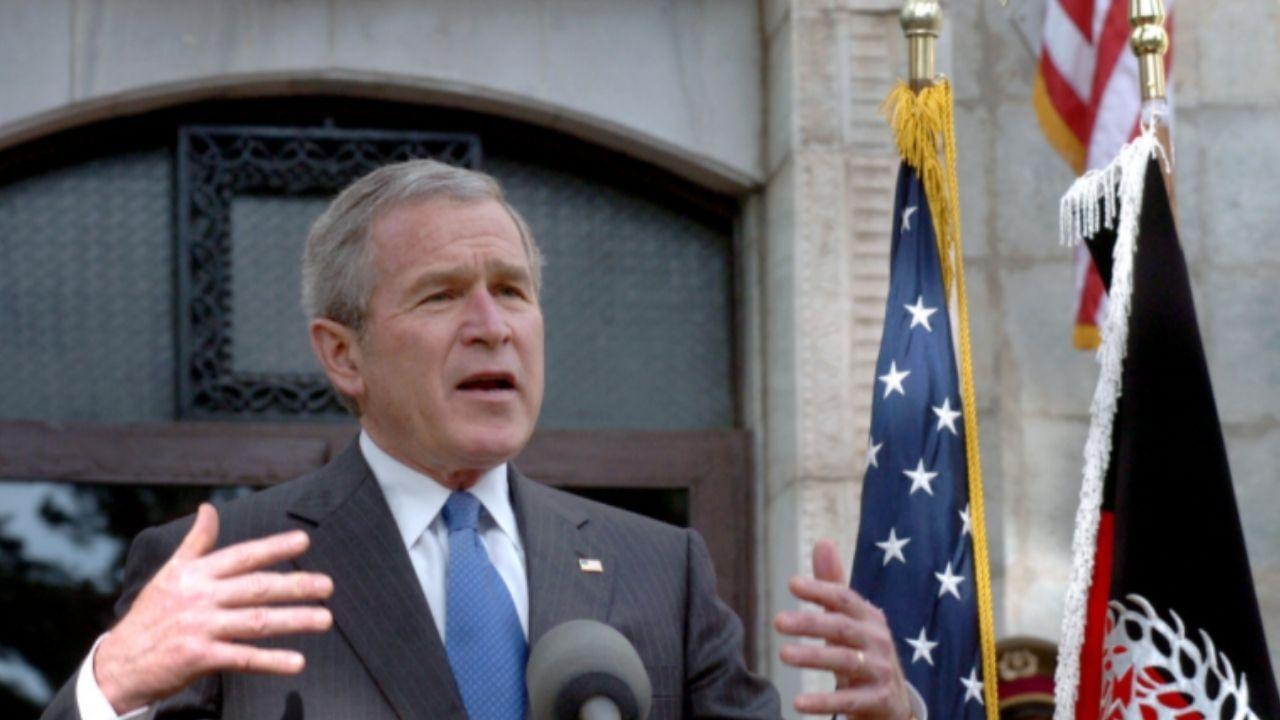 मागील 20 वर्षात अमेरिकेने ट्रिलियन डॉलर खर्च केले. यात अनेक अमेरिकन सैनिकांना आपला जीव गमवावा लागला. दरम्यानच्या काळात 4 राष्ट्राध्यक्ष बदलले. 2 दशकांआधी जॉर्ज डब्ल्यू बुश (George W. Bush) यांनी पहिल्यांदा बी-52 या युद्ध विमानांना अफगाणिस्तानमधील अल-कायदाच्या ठिकाणांवर हल्ला करण्याचे आदेश दिले होते.