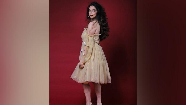 नेटच्या सुंदर ड्रेसमध्ये श्रुतीनं हे फोटोशूट केलं आहे. तिचे हे फोटो तिच्या चाहत्यांच्याही पसंतीस उतरले आहेत.