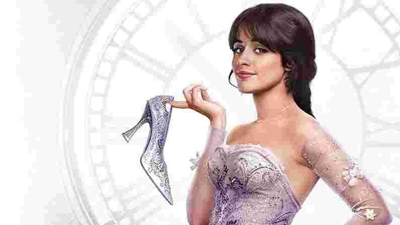 सिंड्रेला(Cinderella) या आठवड्यात 3 सप्टेंबर रोजी अमेझॉन प्राइम व्हिडिओ(Amazon Prime Video)वर रिलीज होणार आहे. या चित्रपटात आम्ही एका मुलीची कथा बघणार आहोत जी एक प्रसिद्ध डिझायनर बनण्याची इच्छा बाळगते आणि स्वतःचे बुटीक सुरु करण्याचे स्वप्न बघते. या चित्रपटात आपण अनेक मोठे स्टार्सला पाहणार आहोत.