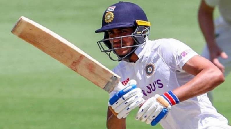 भारतीय संघातील (Indian Cricket Team) युवा फलंदाज आणि भारतीय क्रिकेटचं भविष्य म्हणून ओळखल्या जाणाऱ्या शुभमन गिलचा (Shubhman Gill) वाढदिवस आहे. आज आपला 22 वा वाढदिवस साजरा करणाऱ्या शुभमनचा जन्म 8 सप्टेंबर, 1999 मध्ये पंजाबच्या फाजिल्का येथे झाला होता.  पण क्रिकेट बनण्यासाठी त्याच्या वडिलांनी फाजिल्कामधून मोहालीला येण्याचं ठरवलं आणि तिथेच राहून शुभमन क्रिकेटचा सराव करु लागला.