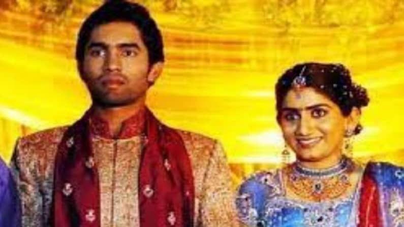 भारताचा क्रिकेटपटू दिनेश कार्तिक (Dinesh Karthik)  याचंही पहिलं लग्न यशस्वी होऊ शकलं नाही. त्याची पत्नी निकिता आणि त्याने 2007 मध्ये लग्न केल्यानंतर दोघेही 2012 मध्ये वेगळे झाले. त्यांच्या घटस्फोटामागे कारण दिनेशचा मित्र आणि भारतीय क्रिकेटपूट मुरली विजय आणि कार्तिकची पत्नी निकिता यांच्यात अफेयर असल्याचं सांगितलं जात.