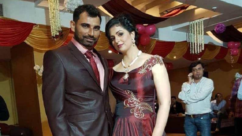 सध्या भारतीय संघातील महत्त्वाचा खेळाडू मोहम्मद शमीनेही घटस्फोट घेतला आहे. शमीचं हसीनसोबत 2014 मध्ये लग्न झालं होतं. त्यानंतर दोघांमध्ये वाद होऊ लागल्याचं सांगत हसीनने शमीवर बरेच आरोप केले आहेत. अद्याप दोघांचा अधिकृत घटस्फोट झाला नसला तरी दोघेही एकत्र राहत नाहीत.