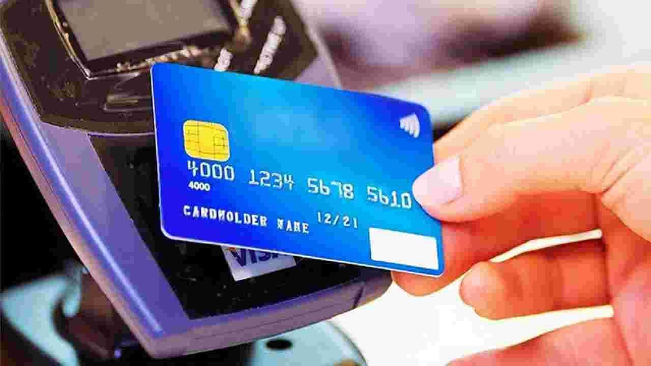 नवीन व्हिसा डेबिट कार्डमध्ये चिपमध्ये दैनंदिन खर्चाची मर्यादा 2,000 रुपये असेल. त्याची प्रति व्यवहार मर्यादा 200 रुपये असेल. म्हणजेच, नेटवर्कशिवाय अशा डेबिट कार्डद्वारे तुम्ही एका वेळी 200 रुपयांचा व्यवहार करू शकाल, एकूण 2000 रुपयांचा व्यवहार ऑफलाईन होईल. शिल्लक अपुरी असल्यास, व्यवहार नाकारला जाईल, ज्यामुळे कार्डधारक आणि व्यापाऱ्यांसाठी ऑफर अनुकूल होईल. व्यापारी कमी घर्षण आणि पेमेंट अयशस्वी होण्याचा धोका कमी करून महसूल मिळवू शकतील.