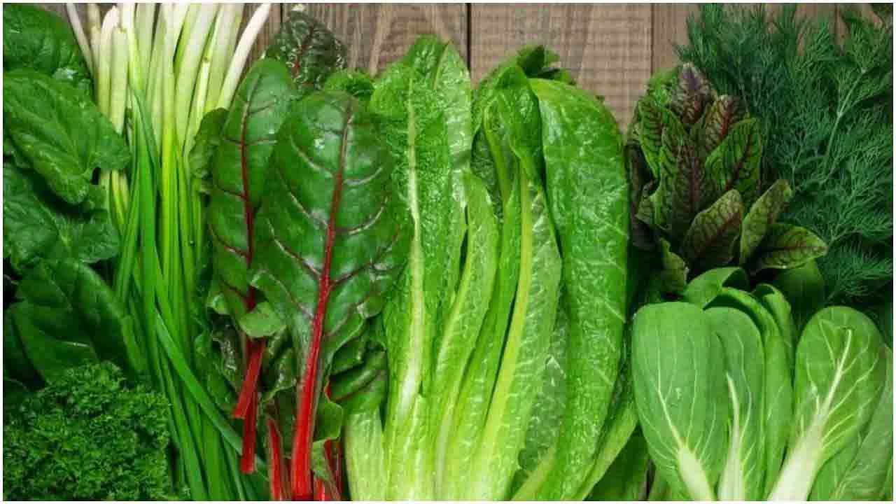 हिरव्या भाज्या खा : मेथी, पालक, केल इत्यादी हिरव्या भाज्यांमध्ये लोह अधिक प्रमाणात असते. हे रक्तातील हिमोग्लोबिन वाढवण्यास मदत करते. आहारात हंगामी असलेल्या हिरव्या भाज्यांची निवड करा.