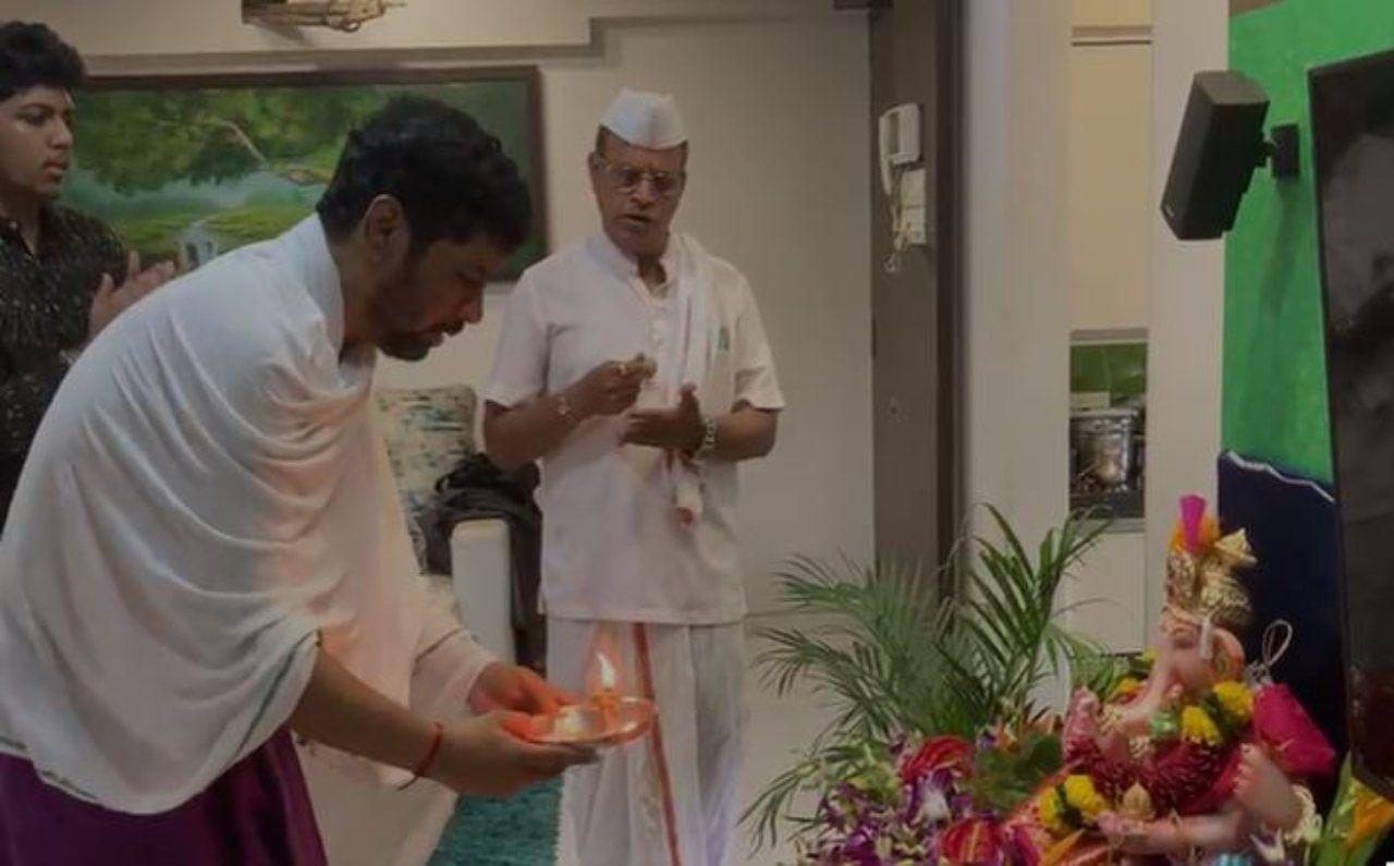 भारतीय जनता पक्षाचे महाराष्ट्र प्रदेश मुख्य प्रवक्ते केशव उपाध्ये यांनीही आपल्या निवासस्थानी विधिवत आणि मनोभावे गणपतीची प्रतिष्ठापना केली. यावेळी गणपती बाप्पा मोरयाचा गजर करण्यात आला. सर्व उपाध्ये कुटुंबिय यावेळी उपस्थित होते.