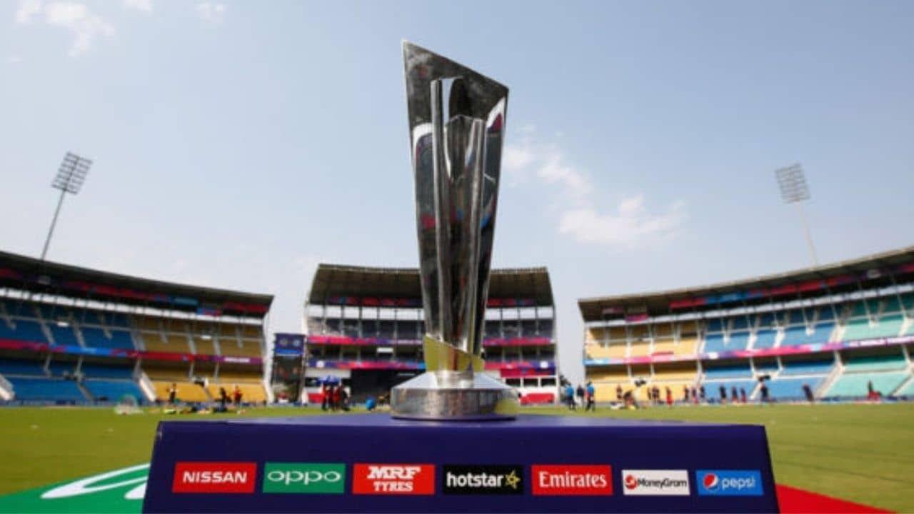 क्रिकेट जगतातील सर्वात मनोरंजनात्मक स्पर्धा असणारा टी-20 विश्वचषक 17 ऑक्टोबर ते 14 नोव्हेंबर दरम्यान युएईमध्ये होणार आहे. आता स्पर्धेला काही काळच शिल्लक राहिल्याने जगभरातील देश संघ बांधणीमध्ये व्यस्त आहेत. जवळपास सर्वच देशांनी आपले अंतिम खेळाडू जाहीर केले आहेत.