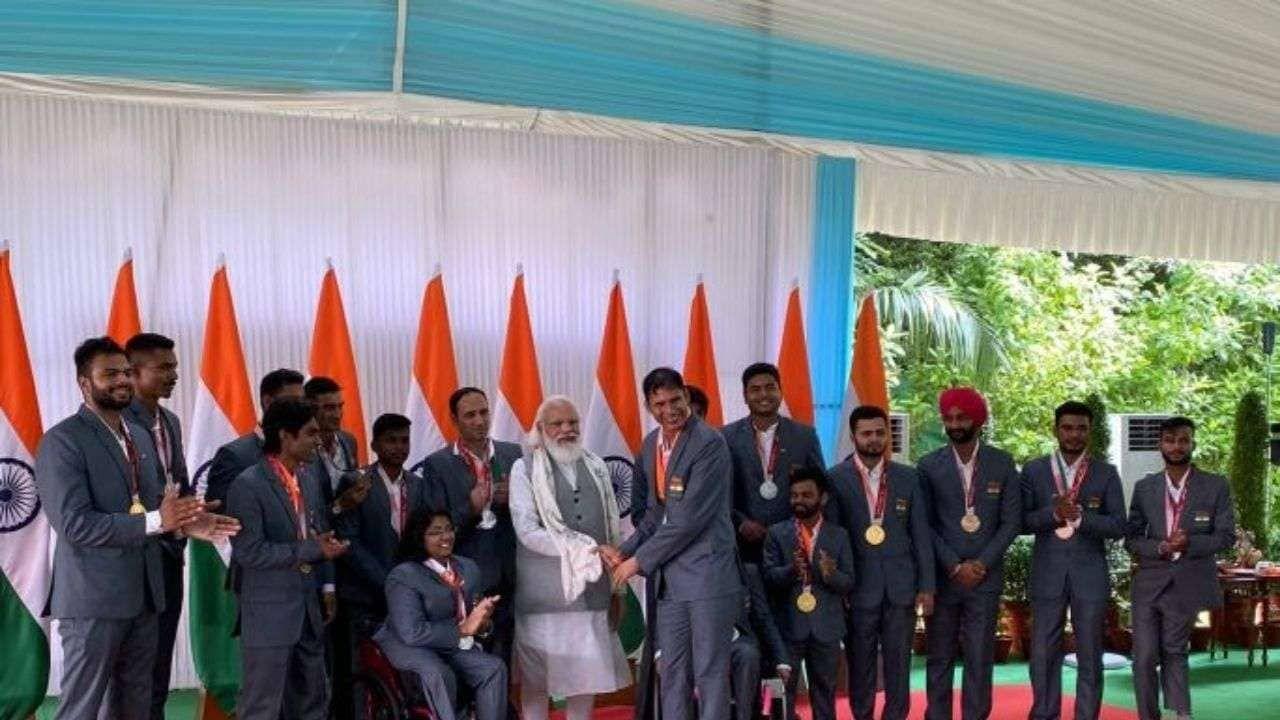 भारताने पॅरालिम्पिकमध्ये अप्रतिम प्रदर्शन करत ऐतिहासिक कामगिरी केली. एकूण 19 पदकं खिशात घातली. ज्यामध्ये 5 सुवर्ण, 8 रौप्य आणि 6 कांस्य पदकांचा समावेश आहे, पदक मिळवण्याच्या स्पर्धेत भारत  24 व्या स्थानावर राहिला.