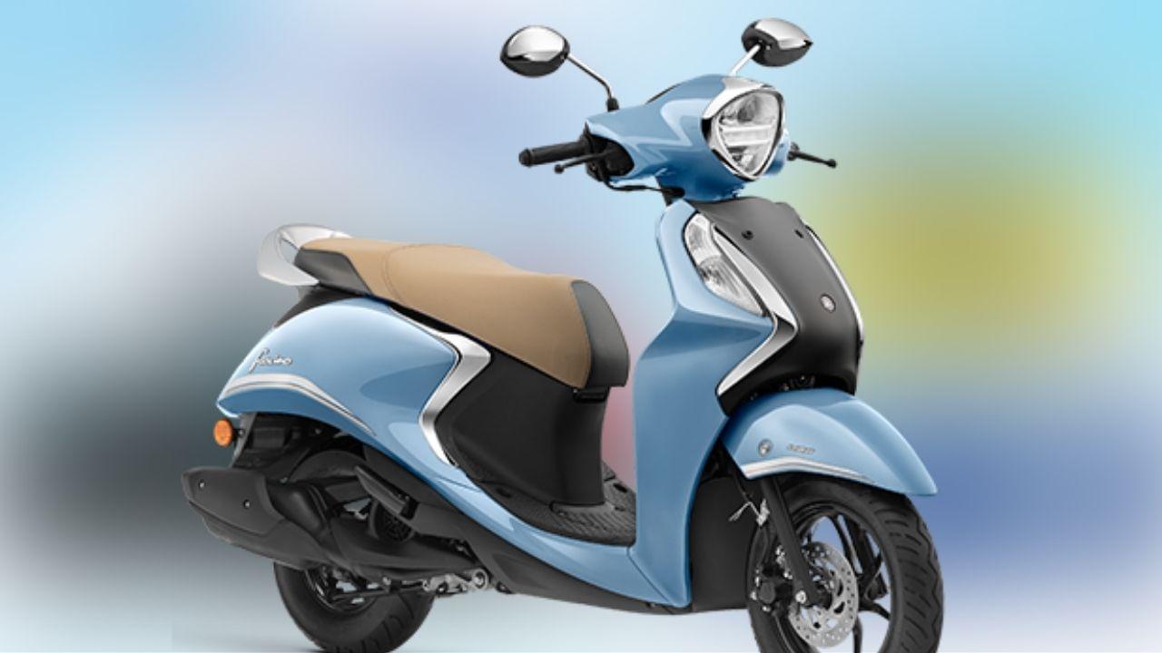 Yamaha Fascino 125 Fi Hybrid यावर्षी जुलै 2021 मध्ये लाँच करण्यात आली होती. India Yamaha कडून 5,000 रुपयांची कॅशबॅक ऑफर किंवा 999 रुपये डाउन पेमेंट किंवा 6,000 रुपयांचा एक्सचेंज बेनिफिट आणि 2,999 रुपयांपर्यंत अश्योर्ड गिफ्ट दिलं जात आहे.