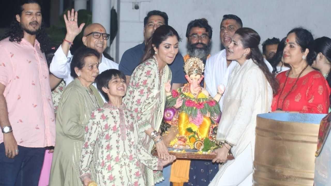 लग्नानंतर शिल्पा शेट्टी पती राज कुंद्राशिवाय ही पहिली गणेश चतुर्थी साजरी केली.