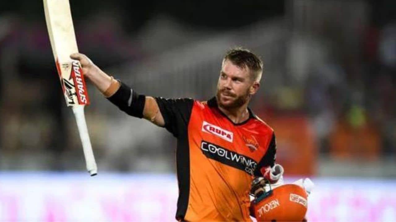 दुसऱ्या नंबरवर ऑस्ट्रेलियाचा धाकड सलामीवीर डेविड वॉ़र्नरचं नाव आहे. त्याने दिल्ली संघाकडून खेळण्यास सुरुवात केली होती. सध्या तो हैद्राबाद संघाकडून IPL गाजवत आहे. त्याने 5 हजार 447 धावा केल्या असून यातील 4 हजार 792 धावा त्याने सलामीला येत केल्या आहेत.