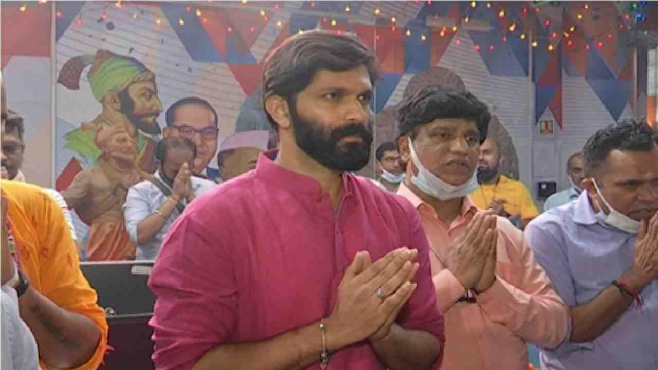 मुंबई : सध्या गणेशोत्सवाची धूम आहे. महाराष्ट्रात घरोघरी तसेच सार्वजनिक मंडळांच्या माध्यमातून गणेशोत्सव उत्साहात साजरा केला जातोय.