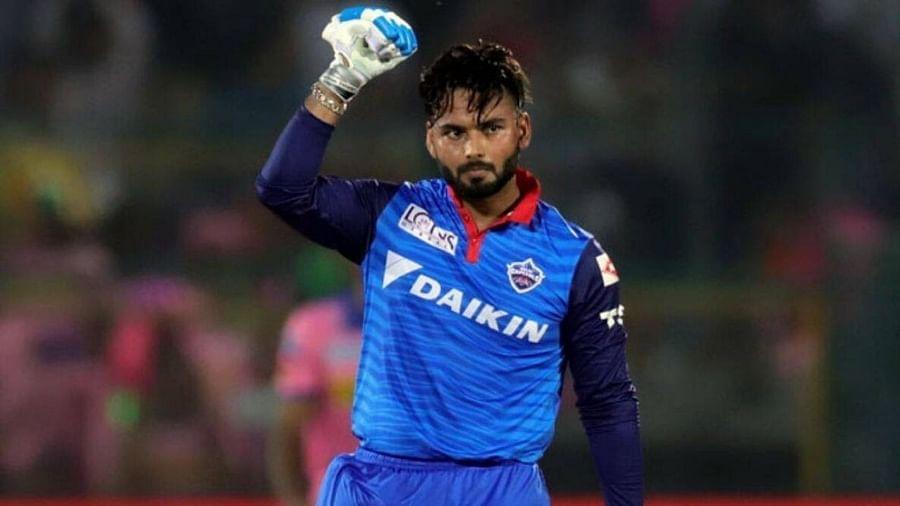ऋषभ पंत युवा आणि स्फोटक फलंदाज आहे. तो आयपीएलमध्ये सुरुवातीपासून दिल्लीकडून खेळत आहे. हा युवा फलंदाज त्याच्या झंझावाती फलंदाजीसाठी प्रसिद्ध आहे. पंतने दिल्लीकडून 107 षटकार ठोकले आहेत. तो त्याच्या संघासाठी आयपीएलमध्ये सर्वाधिक षटकार ठोकणारा खेळाडू आहे.