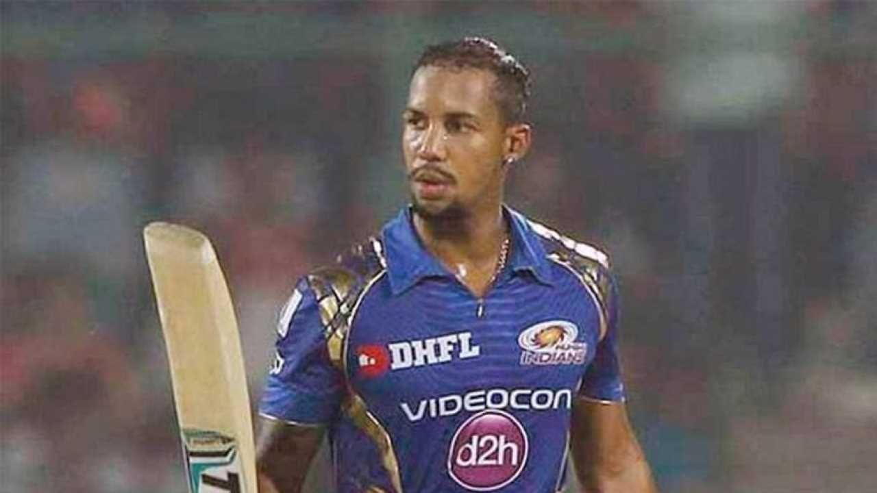 नरेननंतर वेस्ट इंडिजचा आणखी एक क्रिकेटपटू आहे. त्याचे नाव लेंडल सिमन्स आहे. सिमन्स टी-20 क्रिकेटमध्ये नरेनच्या बरोबरीने 28 वेळा शून्यावर बाद झाला आहे. त्याने आपल्या कारकिर्दीत आतापर्यंत एकूण 283 टी -20 सामने खेळले आहेत.