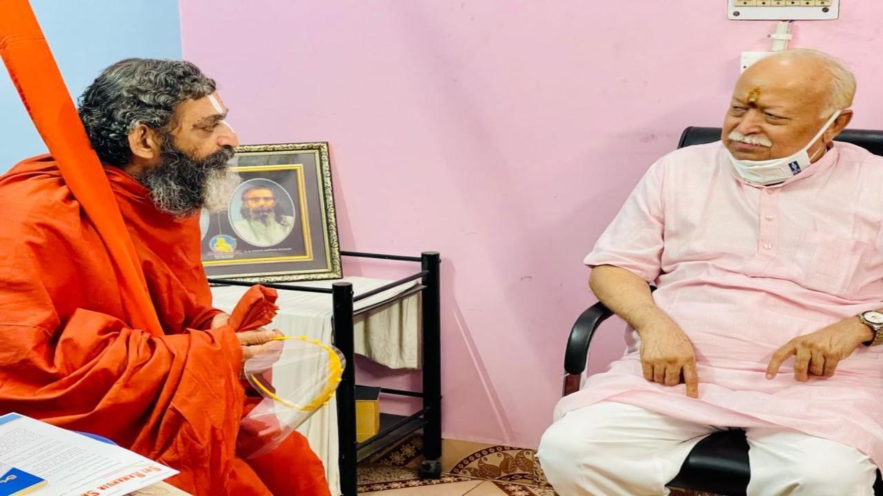 Chinna Jiyar Swami and Mohan Bhagwat 1