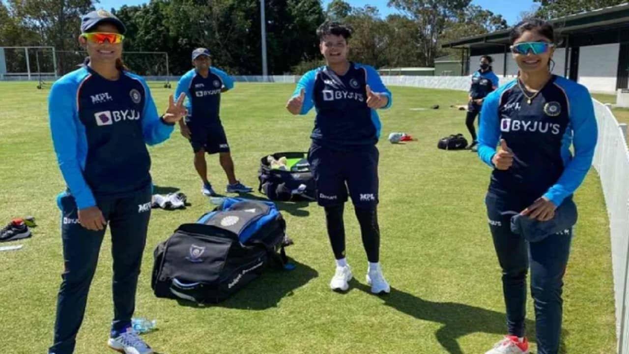 कसोटी सामना झाल्यानंतर 7, 9 आणि10 ऑक्टोबर या तीन दिवस तीन टी 20 सामने खेळवण्यात येणार आहेत. त्यामुळे अशा सर्व मजामस्ती असणाऱ्या ऑस्ट्रेलिया दौैऱ्यासाठी क्रिकेटरसिकही उत्सुक झाले आहेत.