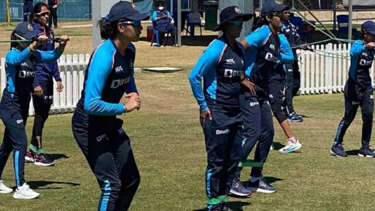 एकदिवसीय सामन्यांनंतर 30 सप्टेंबर ते 3 ऑक्टोबर दरम्यान एकमेव कसोटी सामना खेळवला जाणार आहे. बऱ्याच वर्षानंतर भारतीय महिला ऑस्ट्रेलियासंघाविरुद्ध कसोटी सामना खेळणार आहेत.