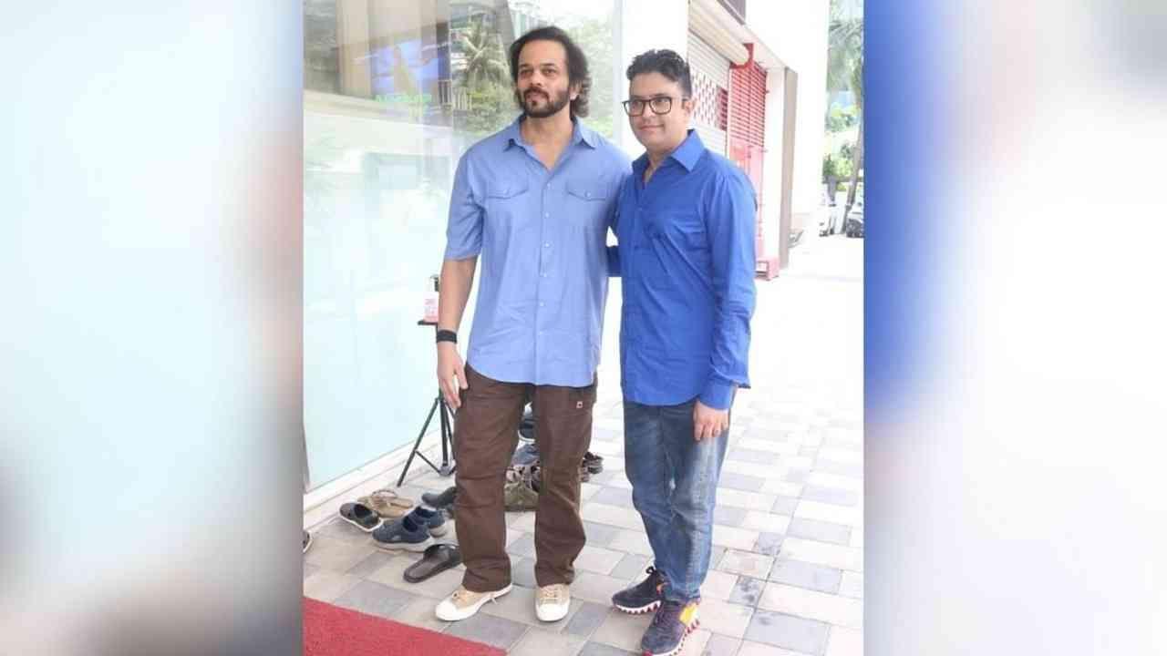 रोहित शेट्टीनं भूषण कुमारसोबत टी-सीरिज ऑफिसमध्ये विशेष भेट घेतली.