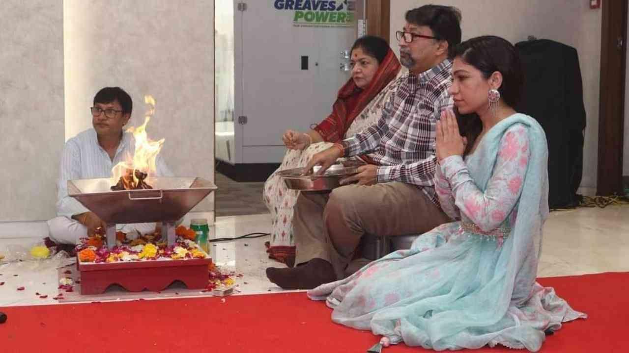 तुलसी कुमारनं गणपती बाप्पाकडे आशीर्वाद मागितले.
