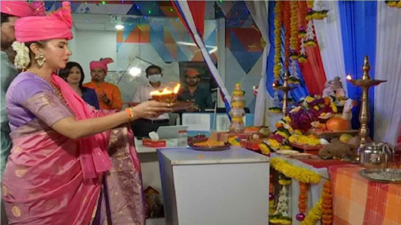 मुंबई : राज्यात गणेशोत्सवाची धूम आहे. कोरोना नियमांचे पालन करुन राज्यभर हा उत्सव साजरा केला जातोय.