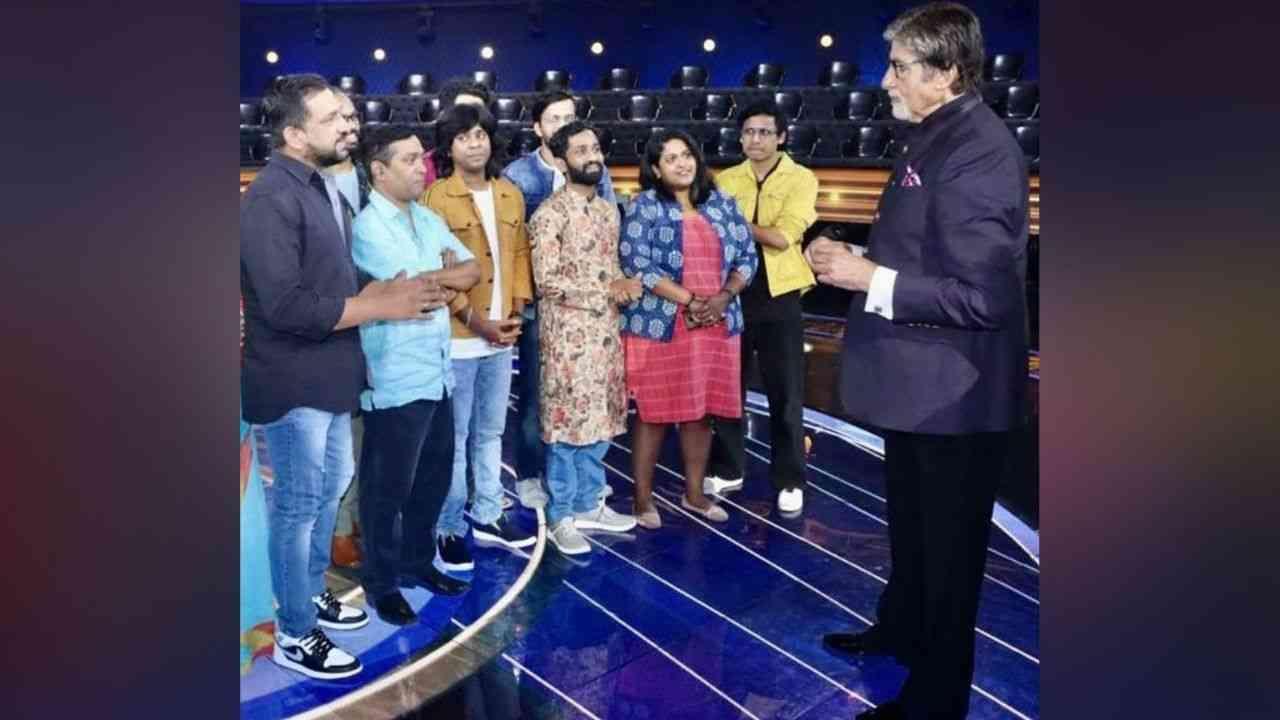 अभिनेता प्रसाद ओकनं सोशल मीडियावर या सुंदर क्षणाचे फोटो शेअर केले आहेत. या फोटोत संपूर्ण टीम महानायक अमिताभ बच्चन यांच्यासी संवाद साधत आहेत.
