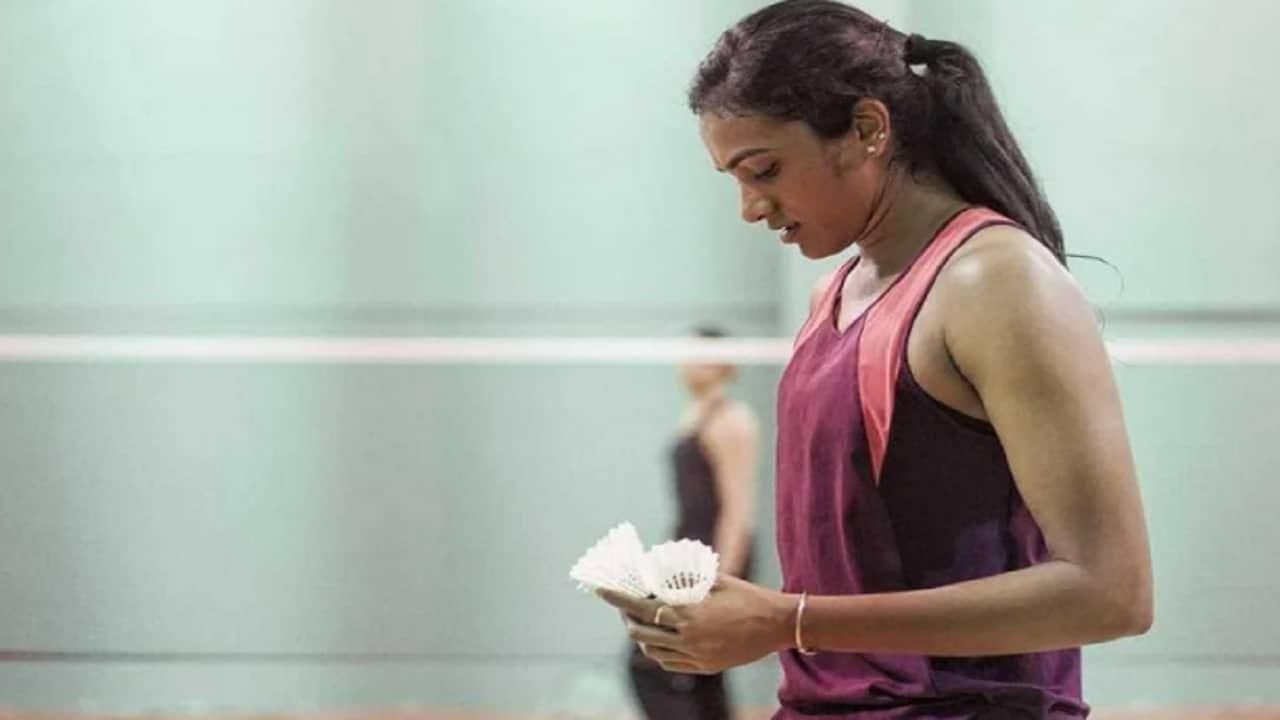 पीव्ही सिंधू ही भारताची आघाडीची महिला बॅडमिंटनपटू आहे. तिने नुकत्याच झालेल्या टोक्यो  ऑलिम्पिकमध्ये कांस्य पदक पटकावलं होतं.