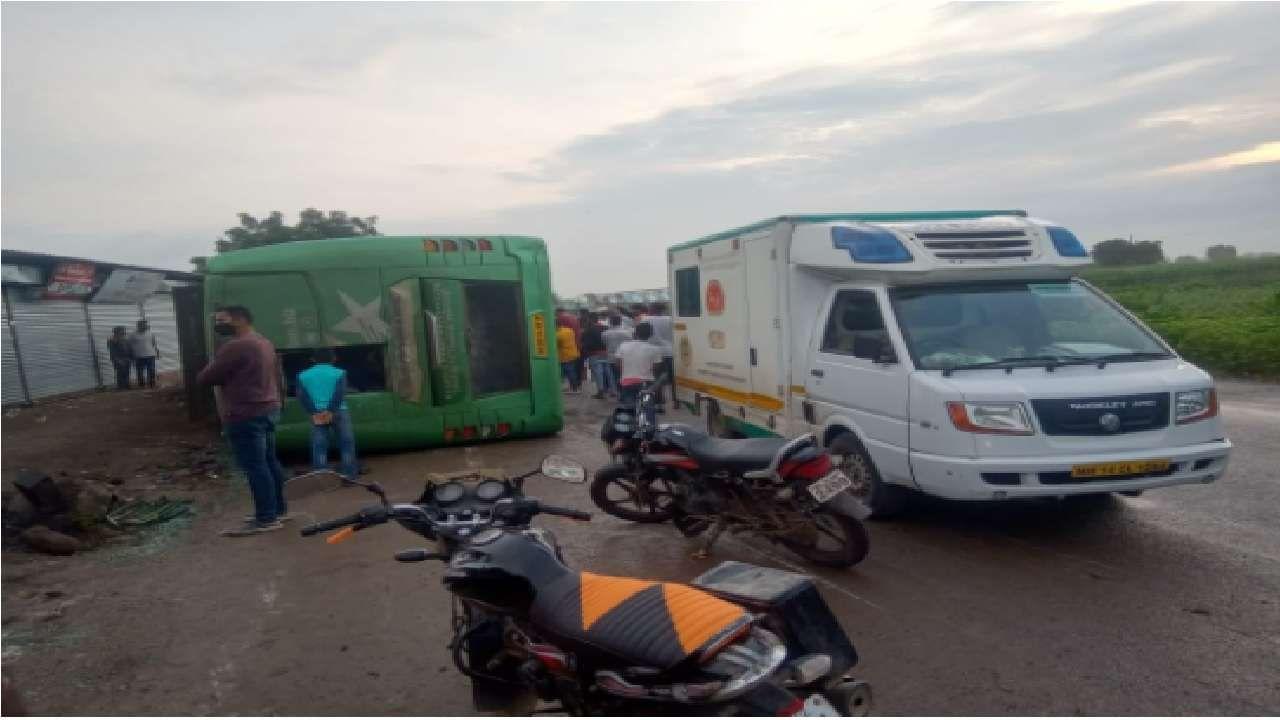 अपघातातील जखमी रुग्णांना कन्नड आणि वैजापूरच्या ग्रामीण रुग्णालयात दाखल करण्यात आले. सुदैवाने या अपघातात कोणतीही जीवितहानी झाल्याचं वृत्त नाही