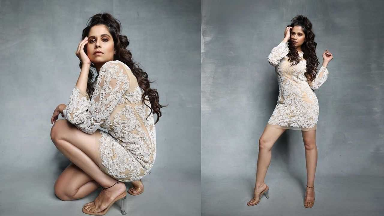 सई सध्या 'महाराष्ट्राची हास्य जत्रा' या कार्यक्रमात परिक्षकाची भूमिका पार पाडत आहे.