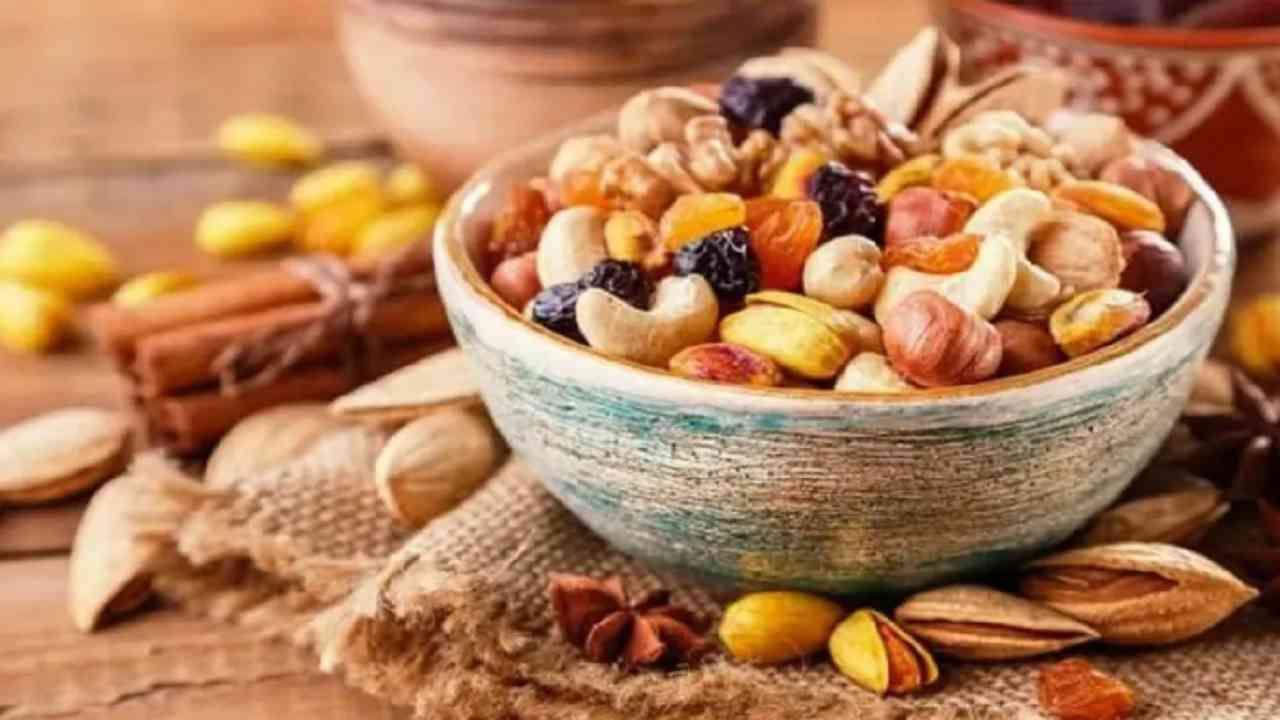 झिंक समृध्द अन्न खा - झिंक युक्त पदार्थ जसे भोपळा बिया, ऑयस्टर आणि बीन्स यांचा आहारात समावेश केला पाहिजे. हे आपल्या आरोग्यासाठी आणि त्वचेसाठी फायदेशीर असतात.